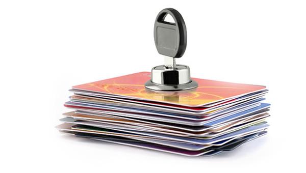 Необходимо ли страховать банковские карты?