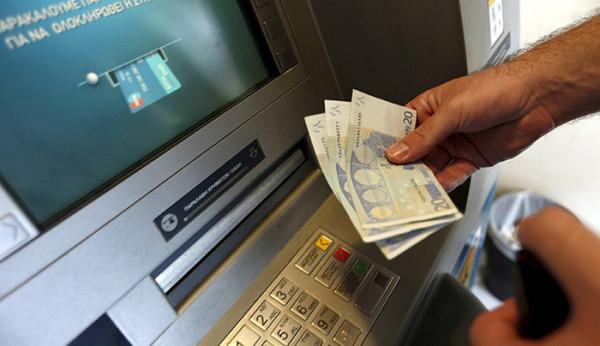 Банки Греции введут налог за обналичивание средств в терминалах