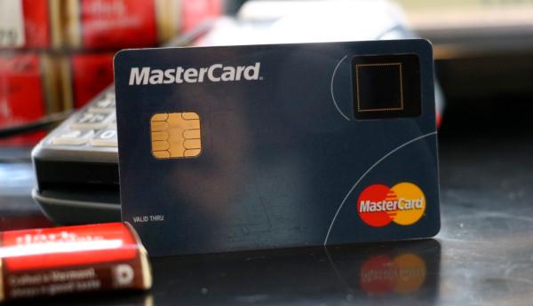 Mastercard тестирует партию биометрических карт