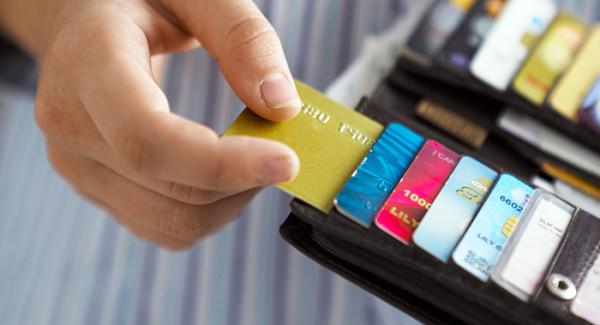Мобильные платежи проигрывают картам с чипами